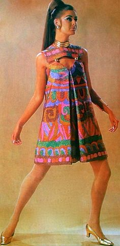 christian dior, 1967 late modern designer couture vintage fashion style mini dress tent pleat shift metal ring hook accents graphic print mod looks red green blue pink model magazine Vogue Vintage, Vintage Chic, Vintage Dior, Moda Vintage, Vintage Mode, Looks Vintage, Vintage Dresses, Vintage Outfits, 1960s Dresses