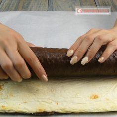 "Rulada ""Alb-Negru""- cel mai fin și delicios desert. Este rulada preferată a familiei mele! - savuros.info Mai, Sweets, Cooking, Desserts, Food, Floral Drawing, Kitchen, Tailgate Desserts, Deserts"