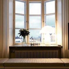 #foinixinteriors #annatiula #penthouse #baywindow #eira #helsinki  #interiordesign #interiorarchitecture #realestate #realestatemarketing #dwelling #homestaging #homestyling  #vallilainteriors #leatherbench #whitecurtains #martinelliluce #atollo #artek #helenaoravadesignprojects #whiteflowers #inbloom PHT: #RikhardTiula IN-COLL: architect Niko Tiula
