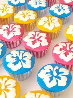 Disney Party Ideas: Lilo and Stitch Party Hawaiian Party Decorations, Hawaiian Luau Party, Hawaiian Birthday, Luau Birthday, Tropical Party, 1st Birthday Parties, Birthday Ideas, Lilo And Stitch Cake, Lilo Y Stitch
