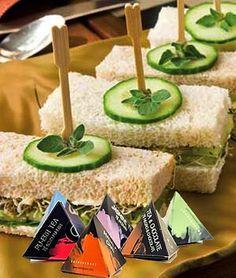 Hoy tenemos un caprichazo enorrrme que se llama sandwich de pepino!! Nos encanta con Té Rojo Pu Erh de #lateterazul  ¿Con cuál de nuestros tés os gusta más a vosotros? #luch #healthyfood #healthylifestyle #cucumber #tea #teas #infusiones #sandwich #snack #snacktime #pharmadus
