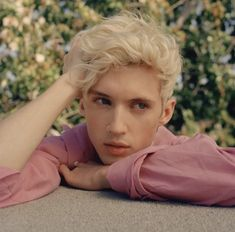 "i-am-just-a-lost-girl:""Troye Sivan for The Rolling Stone"" Beautiful Boys, Pretty Boys, Cute Boys, Beautiful People, Blue Neighbourhood, Playlists, Celebrity Crush, Pretty People, My Idol"