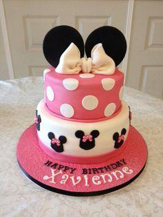 & dit is 1 van de 2 taarten voor Xavienne's eerste verjaardag! Een mooie Minie Mouse taart # Super mooi geworden, ook deze was erg lekker hebben we gehoord! Taarten helemaal in den haag gehaald, maar was het allemaal waard #