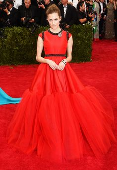 Allison Williams in a gorgeous red Giambattista Valli Haute Couture tulle gown at the 2015 Met Gala