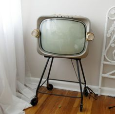 Wow, look at this vintage t.v. set on etsy... OMG! Is that classic, or what?