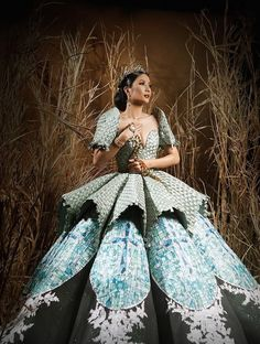 Binibining Pilipinas National Costume 2019 created by all Filipino fashion designers. Source by joyannereyes dresses drawing Royal Dresses, Gala Dresses, Modern Filipiniana Gown, Dress Dior, Debut Gowns, Filipino Fashion, Spanish Dress, Dress Drawing, Mermaid Dresses