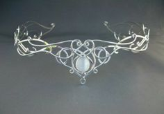 Etsy- SilverMoon Circlet Headpiece Wedding Bridal Celtic Elven Medieval Fairytale Renaissance Headdress Tiara I love this! It's so princess like. Wire Jewelry, Jewelry Box, Jewelry Accessories, Jewelry Design, Jewelry Making, Bridal Accessories, Do It Yourself Jewelry, Headpiece Wedding, Bridal Tiara