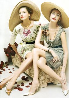 Vintage Fashion: fun summer looks with big wide-brimmed hats.