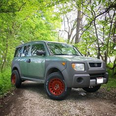 Finally got these rowdy wheels on. Makes the lift much more worthwhile Honda Element Camper, 4 Element, Honda Ridgeline, Dream Garage, Cool Trucks, Dream Cars, Transportation, Competition, Wheels