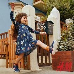 Toca Life x H&M Kids. Entdecke die Kollektion: verspielte Prints und Styles für eine neue fröhliche Saison! Painted Wood Crafts, Rustic Wood Crafts, Primitive Wood Crafts, Driftwood Crafts, Toy Box Plans, Diy Toy Box, Diy Crafts How To Make, Wedding Aisle Decorations, Diy Thanksgiving