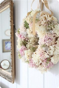 Turn your wedding flowers into a beautiful wreath. Couronne Shabby Chic, Shabby Chic Kranz, Shabby Chic Wreath, Shabby Chic Decor, Wreath Crafts, Diy Wreath, Door Wreaths, Wreath Ideas, Shabby Home