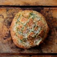 Mozzarella Garlic Hedgehog Bread! Who is trying it this week!?  vc: @_twistedfood_  Snapchat : foodyfetish