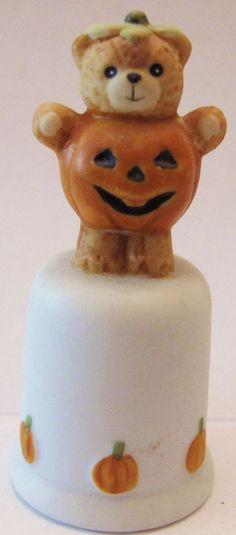 *VINTAGE*  HALLOWEEN SEWING THIMBLE   1986 Teddy Pumpkin