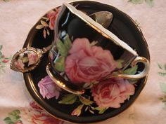 My other favorite teacup.black with pink roses Tags: china pink roses black paris beautiful rose vintage french glamour pretty tea romantic teacups dishes teacup 2010 teaspoon shabbychic Cup And Saucer Set, Tea Cup Saucer, China Tea Cups, Teapots And Cups, My Cup Of Tea, High Tea, Afternoon Tea, Tea Time, Pink Roses