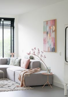 rooms to go living room Room Colors, Blinds, Living Room Decor, Minimalism, Accent Chairs, New Homes, Relax, Pastel, Interior