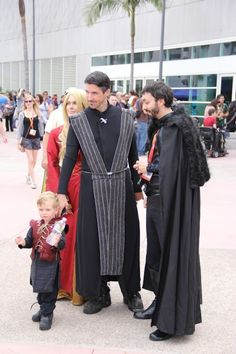 Awesome family cosplay at Comic Con - Game of Thrones