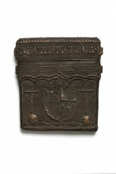 Document case with the inscription DECRETI TECA ('case for decrees') and the arms of Bentivoglio of Bologna, possibly used by the official messenger of Antonio Galeazzo Bentivoglio, Archdeacon of Bologna, made in Italy c. 1475-1525 Document case and lid | V Search the Collections