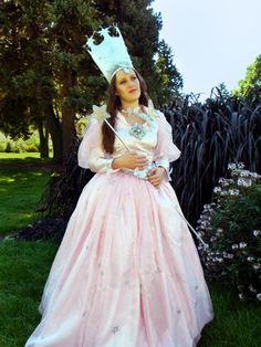Glinda the Good Witch cosplay