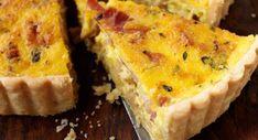 Exit les lardons, place au jambonBeaucoup moins caloriques et plus safe, le jambon ou le bacon remplaceront à merveille vos petits lardons. Ce ne sera plus la vraie quiche lorraine, mais vous pourrez en reprendre une petite part de plus ;-) La recette de la quiche au jambon