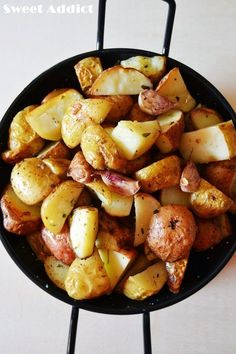 PATATAS ASADAS EN CINCO MINUTOS * Salad Recipes, Diet Recipes, Cooking Recipes, Healthy Recipes, Good Food, Yummy Food, Cook At Home, Roasted Potatoes, Vegetable Side Dishes