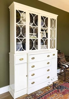 Brushing High Gloss Oil Paint On Furniture - Painted by Kayla Payne Chalk Paint Furniture, Cabinet Furniture, Furniture Makeover, Diy Furniture, Furniture Design, Dresser Makeovers, Chalk Paint Colors, White Chalk Paint, Fine Paints Of Europe