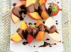 Brochettes de fruits + chocolat
