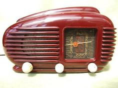 Vintage Bakelite Radio:  Deidré Wallace  This would look great in my kitchen!