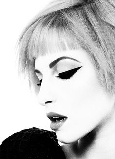 Hayley Williams, I need to know how she does her makeup because it is on point