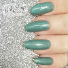 CBL Enjoy-mint www.facebook.com/daiziebugnails    https://daiziebugnails.wordpress.com   https://www.instagram.com/daiziebug_nails  #greennails #llarowe #nails #colorsbyllarowe #mani #nailpolish
