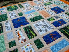 Off to the Zoo baby quilt tutorial by Shana. Baby Boy Quilt Patterns, Hand Quilting Patterns, Baby Boy Quilts, Quilting Projects, Quilting Designs, Quilting Tips, Cute Quilts, Easy Quilts, I Spy Quilt