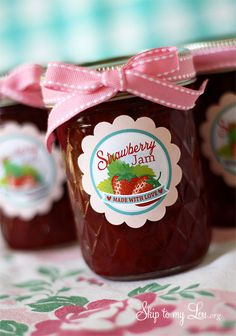 Try these canning tips and tricks and get free strawberry jam labels! www.skiptomylou.org