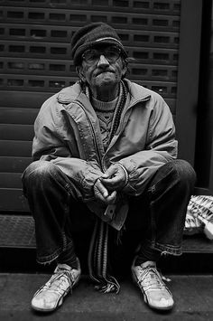 From Lee Jeffries series 'Homeless' We Are The World, People Of The World, White Photography, Street Photography, Homeless People, Helping The Homeless, Portraits, Lee Jeffries, Social Issues