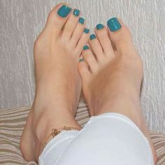 Pretty Pedicures, Pretty Toe Nails, Cute Toe Nails, Pretty Toes, Feet Soles, Women's Feet, Foot Pedicure, Nice Toes, Painted Toes