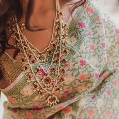 Thinking to Shop Wedding Jewellery Online? I am listing more than 20 brands you can check out online with jewellery prices. Indian Jewelry Sets, Indian Wedding Jewelry, Bridal Jewelry, Indian Bridal, Mughal Jewelry, India Jewelry, Neck Piece, Bridesmaid Jewelry, Bridesmaid Gifts