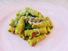 Tortiglioni con crema di piselli http://www.lovecooking.it/primi-piatti-e-risotti/tortiglioni-con-crema-di-piselli/