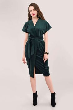 Kimono Style Dress, Kimono Fashion, Shirt Dress, Wrap Over Dress, Velvet Material, Edgy Outfits, Green Velvet, Short Sleeves, Model