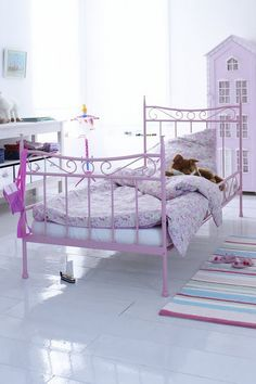 Achieve a lovely and luxurious pink theme bedroom for kids with Circu Magical furniture: CIRCU. Cool Kids Bedrooms, Big Girl Bedrooms, Girls Bedroom, Little Girl Gifts, Little Girl Rooms, Boy Room, Kids Room, Child Room, Girls Pink Bedding