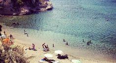 Μυστικές παραλίες: ΗΑττικήδιαθέτει μία πανέμορφη Ριβιέρα, με αμμουδερές ακρογιαλιές και καθαρά νερά που εκτείνεται από Greece, Waves, Amazing, Kids, Outdoor, Greece Country, Young Children, Outdoors, Boys