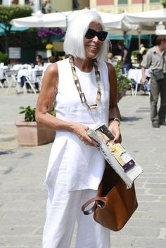 Best Outfits For Women Over 50 - Fashion Trends Mature Fashion, Fashion Over 50, Look Fashion, Fashion News, Womens Fashion, Fashion Trends, Italian Women Style, Italian Fashion, Advanced Style