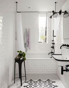 Black and White Bathroom Idea Pictures. 20 Black and White Bathroom Idea Pictures. why A Classic Black and White Bathroom is Always A Winner