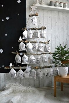 DIY Hangende adventkalender in de vorm van een kerstboom met stoffen zakjes. Hoe… DIY Hanging advent calendar in the shape of a Christmas tree with fabric bags. How nice is this for Christmas? Christmas Calendar, Noel Christmas, Christmas 2019, Christmas Trends, Christmas Countdown, White Christmas, Advent Calenders, Diy Advent Calendar, Calendar Ideas