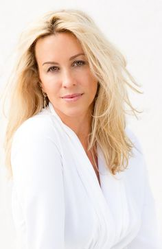 Alanis Morissette is returning to Australia as a blonde. Alanis Morissette, Shocking News, Cute Beauty, Shows, Music Tv, Female Singers, Music Artists, Pretty Woman, My Girl