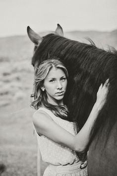 Pretty senior photos with horse. Cute senior picture outfit. Stephanie Sunderland Photography. Utah Senior photography. Senior photos ideas.