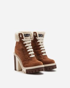 These casual boots are reminiscent of trekking styles and come in cashmere split-grain leather with a two-tone rubber sole and fully lined in genuine shearling: Trekking, Doc Martens Boots, Ankle Strap Sandals, Yoga Sandals, Ankle Straps, Casual Boots, Womens Slippers, Buy Shoes, Shoe Collection