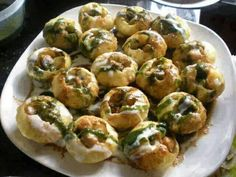 Very spicy with buter Dahi Puri, Desi Food, Indian Street Food, Indian Kitchen, Tasty, Yummy Food, Food For Thought, Indian Food Recipes, Spicy