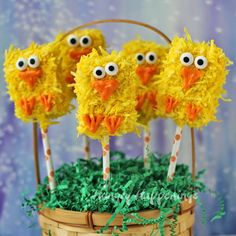 Easter Rice Krispies Treat Chick Pops  by HungryHappenings.com