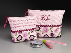 Cosmetic Bags - Keep your cosmetics organized in personalized cosmetic bags.  It's simple to make - perfect for a quick gift for yourself or a  friend.