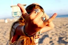 Hang loose, this is gonna be my new peace sign this summerr:)
