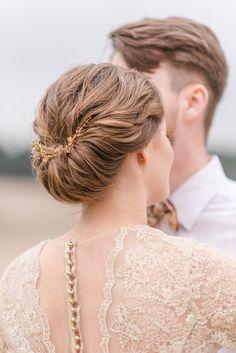 Brautfrisur Dutt - Desert Greenery Hochzeit – Inspirationen mit Kakteen | Hochzeitsblog The Little Wedding Corner