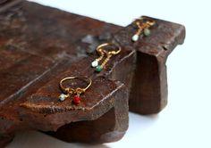 Carmen Veca Monili: Anellini con piccole perline in pietre dure